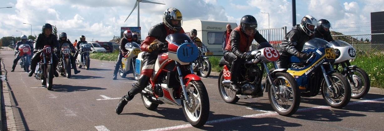 Historische demoraces RMM-SAM. Oostpoort, Harlingen. 28 augustus 2011. © Festina Lente 2011