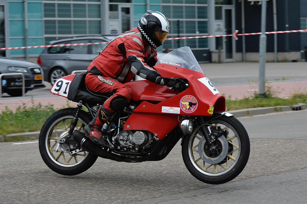 Tajan van der Wiel met de Japauto Honda, waarmee hij dit jaar hoge ogen hoopt te gooien tijdens de Drie uren van Harlingen.