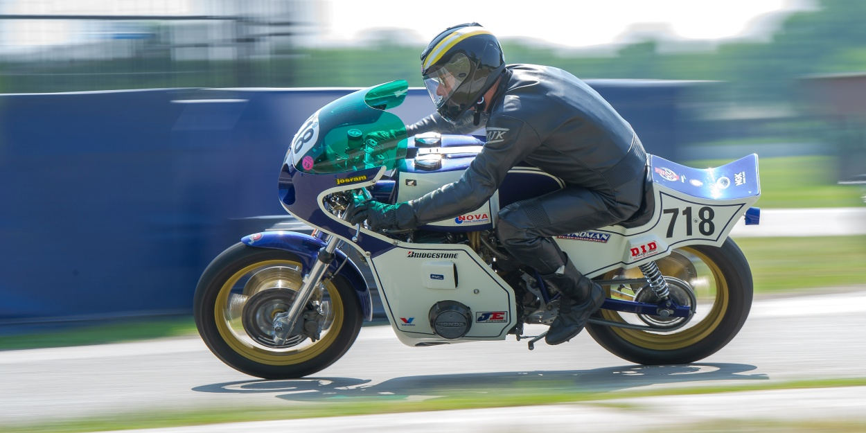 Terug van weggeweest: 750-rijder John Hersevoort en zijn Egli-Honda geloofden er weer in. Foto: Walter Kleeven.