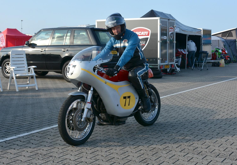 Jan van Zuuk met zijn nieuwe Honda. Foto: Gijs van Hesteren