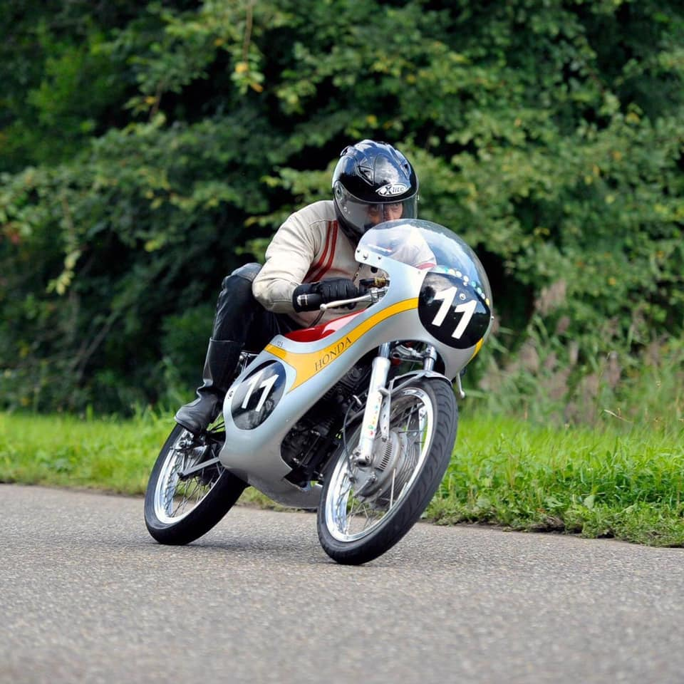 Mart van Wetten onderweg met zijn Honda.